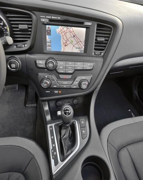 Kia Optima Hybrid (центральная консоль)