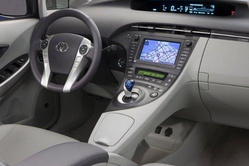 Интерьер Тойота Приус 2011 года