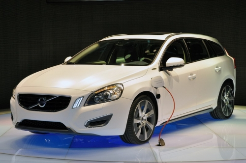 Volvo V60 Plug-In Hybrid 2011(вид спереди)