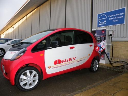 Электромобиль Mitsubishi i-MiEV, зарядка