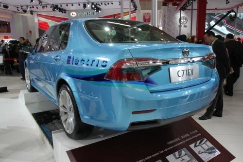Китайский электомобиль BAIC C71 EV (вид сзади)