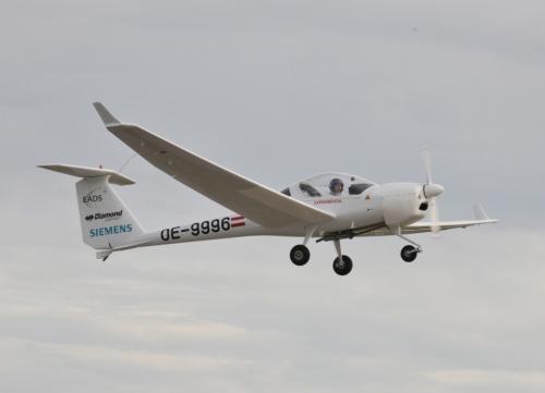 Первый самолёт с гибридной тягой от Сименс