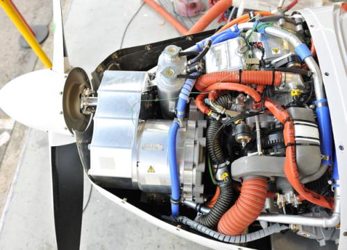 гибридный двигатель самолёта от Компании Сименс