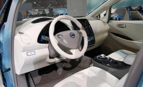 салон Nissan LEAF 2011