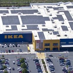 Система солнечных батарей установленная на крыше магазина ИКЕА
