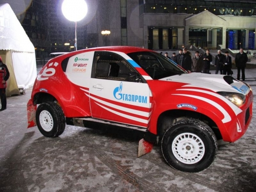 спортивный ё-мобиль возле центрального офиса Газпрома